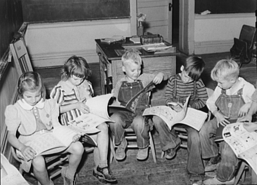 Children_reading_1940.jpg